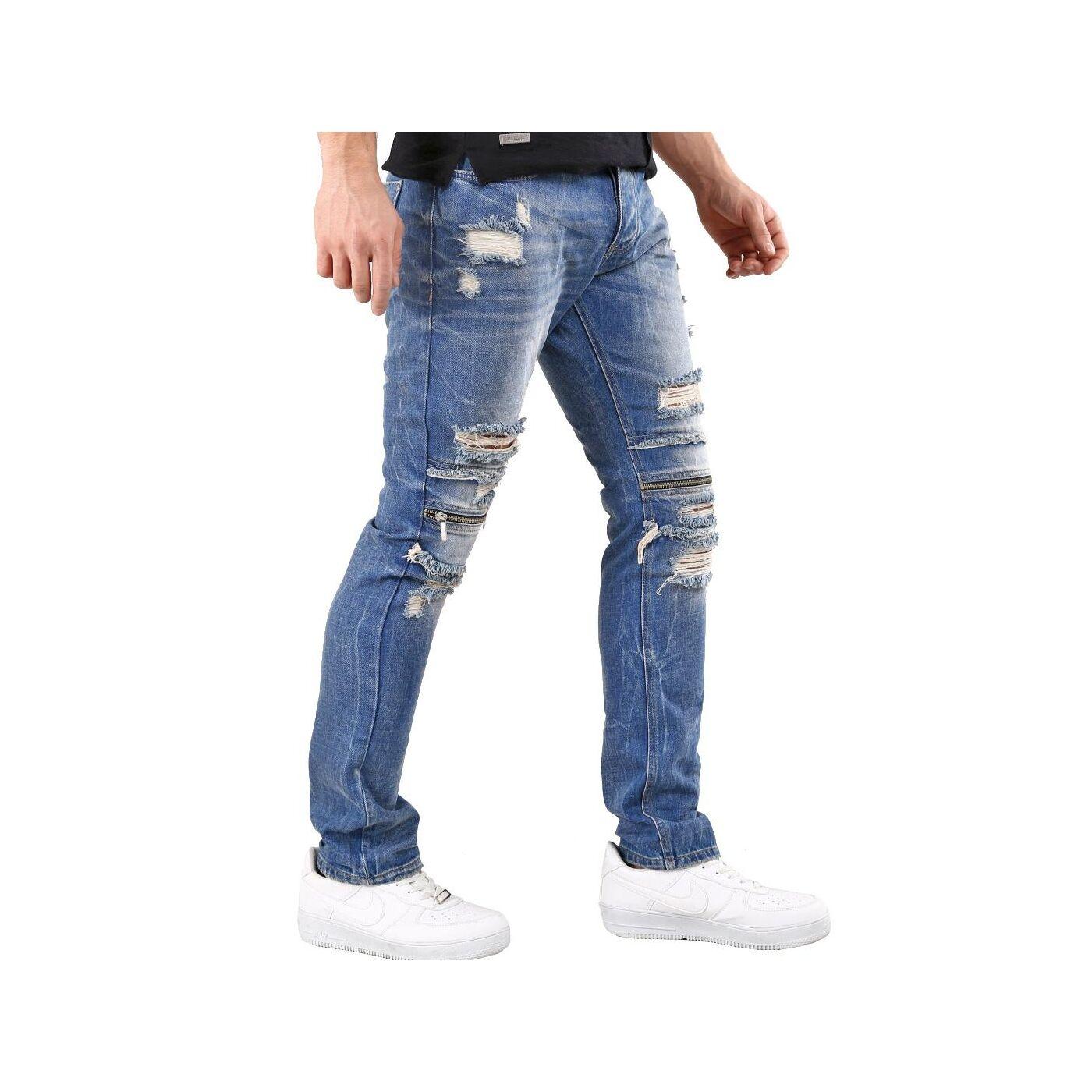 Jeans mit geradem Bein und Destroyed Look | Boohoo